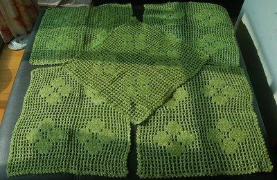 老件手織桌巾組(沙發巾x 5條+ 長桌巾 x 1),每條 980元起。