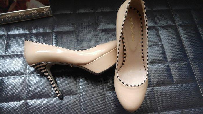 原價$42800 SERGIO ROSSI 裸色BV編織風細緻高跟鞋