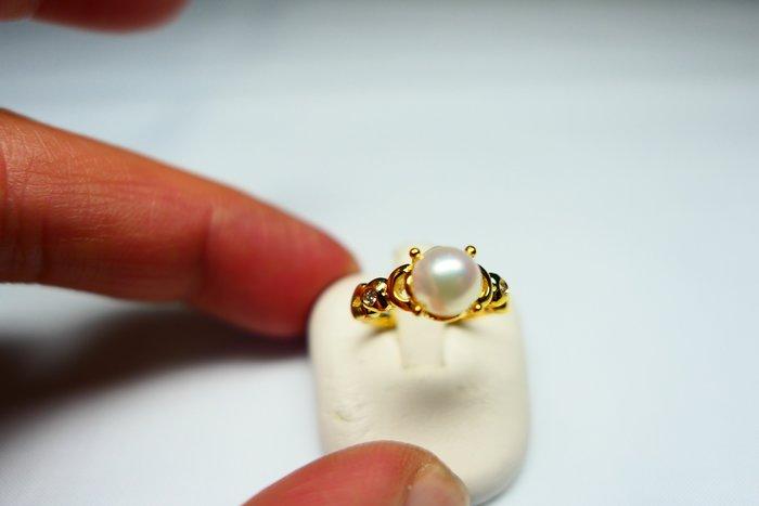 [吉宏精品交流中心]6.8mm 白色 天然珍珠 天然鑽石 黃K金 造型 戒指