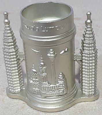 全新【馬來西亞吉隆坡】精緻雙面立體浮雕雙子星塔造型小物罐/水果叉桶/筆桶/擺飾