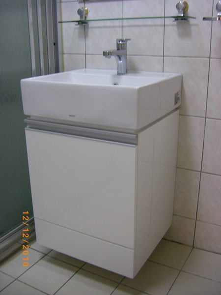 TOTOKING TOTO臉盆L710GU+浴櫃+龍頭TLS03301PA或點選所有商品 內有更多優惠商品