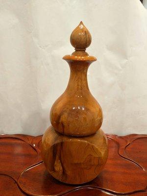 ※—緣堂※重油閃花黄檜造型聚寶盆,高34CmX外徑16Cm,僅此—結緣品,出清俗俗賣。