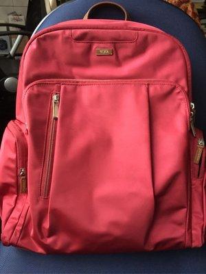 衣飾情緣。TUMI 紅色撞白線真皮提把防輕潑水尼龍後背包書包