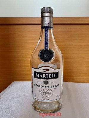 [老排的收藏]~~玻璃工藝~Martell C B馬爹利藍帶白蘭地700ml空酒瓶/花器/擺飾.