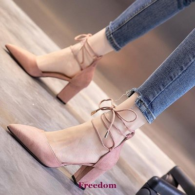Freedom女鞋2019夏季新款黑色絨面尖頭淺口中跟單鞋性感中空交叉系帶粗跟涼鞋