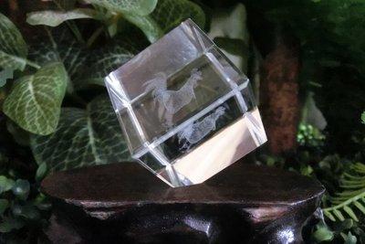 ^.^飛行屋  品 Mini站立式水晶擺飾 3D內雕12生肖 雞~金雞報喜~可當紙鎮 重量~140g