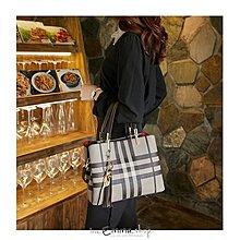EmmaShop艾購物-韓國同步上新經典格紋2WAY托特包/附精緻吊飾/手提包