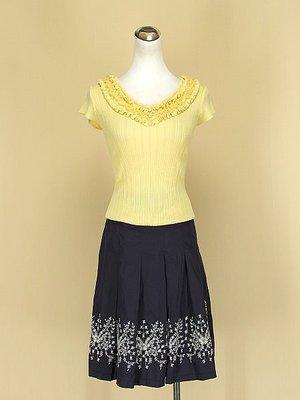 貞新 HOGO COLOR 鎮衣店 奶油黃圓領短袖蕾絲棉質上衣F號+韓版 靛藍棉質百摺裙S號(37810)