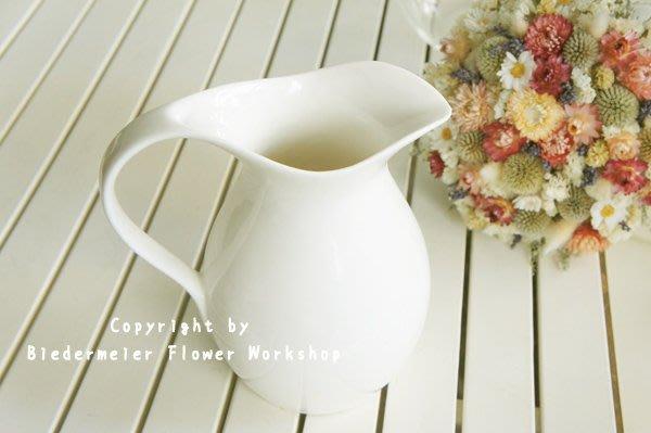 【俾德麥花坊】牛奶壺造型白磁花器 居家擺飾 攝影外拍道具 超值特價