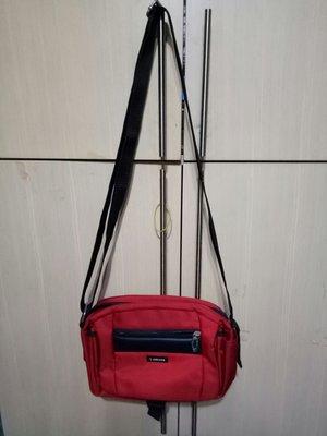 專櫃DECODE紅斜背包15x23x6cm(桌袋)9。5成新