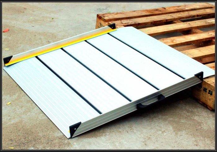 【奇滿來】無障礙坡道 長56*寬75cm 鋁合金 輕巧便攜帶式 坡道板 爬坡道 門檻坡板 台階板 斜坡道 AYBP