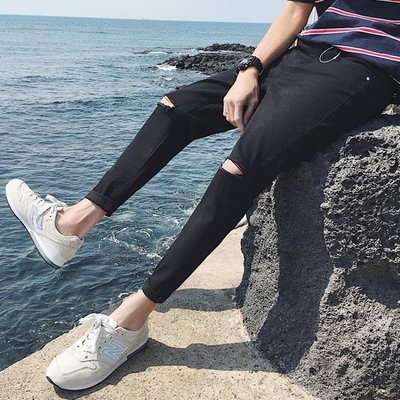 春季黑色破洞牛仔褲男日韓版潮流刮爛修身小腳膝蓋破洞九分褲   全館免運