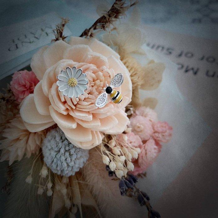 *o-ha-you*韓 KOREA氣質名媛蜜蜂花朵小雛菊不對稱全純銀耳環