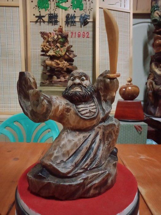 功夫達摩序類之舞刀達摩 香樟木雕刻 作者:柯金仲