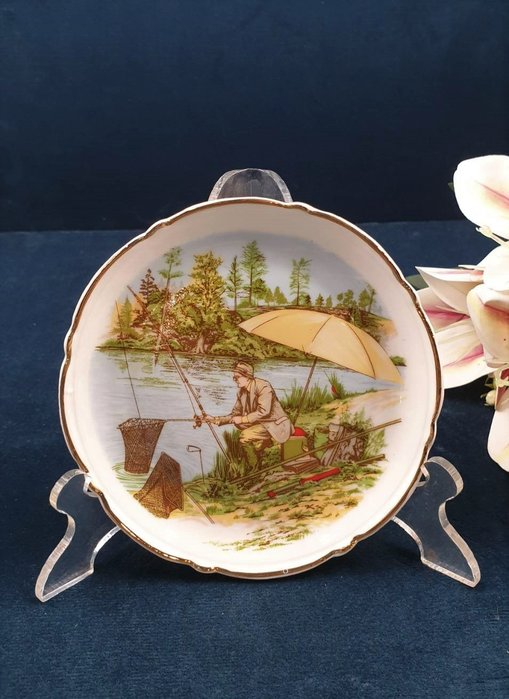 【卡卡頌 歐洲古董】法國老件未用  LIMOGES 利摩日  閒情垂釣   描金 花邊  飾盤 p1763