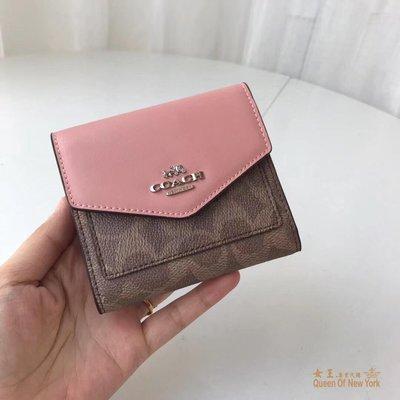 【紐約女王代購】COACH 31548 2019新款 C紋LOGO拼色搭扣皮夾 粉色 三折短夾 美國代購