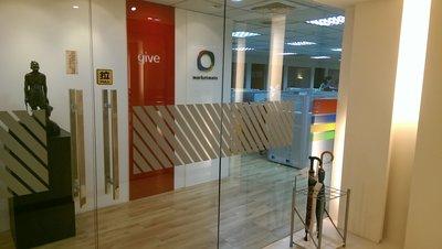 玻璃防撞  電腦割字  公司門面  公司招牌  磨砂卡典  卡典  安裝  施工