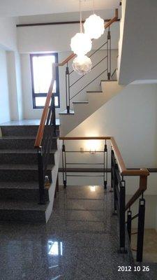 超空間 日式扁鐵   樓梯扶手