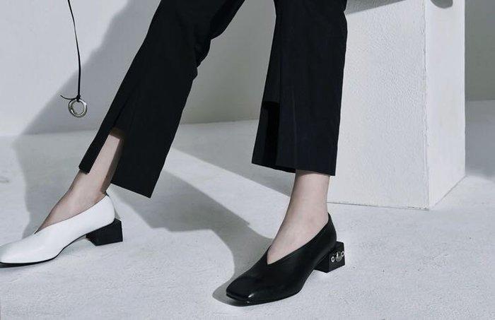 SeyeS {韓國空運} 個性英倫時尚圓鉚釘搖滾V口方跟鞋