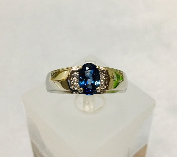 珍奇翡翠珠寶首飾-天然無燒失車菊藍寶石1.04克拉,濃郁鮮豔,乾淨透美,火光爆閃,搭配銀白k活圍中性戒