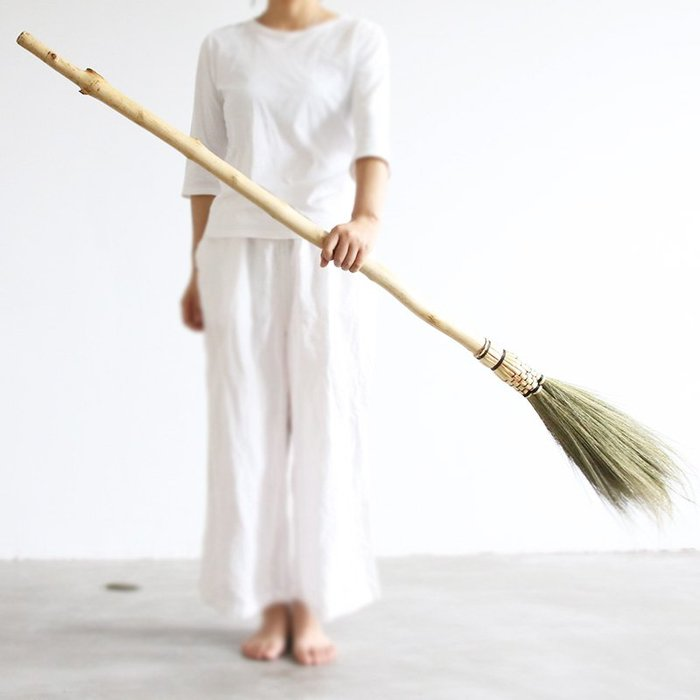 潮人街~竹掃把居家裝飾生活 現貨+預購 掃把掃帚 竹製品 客廳清潔用品 藝之初巫婆掃把萬圣節道具飛天掃帚除塵撣子清潔刷空