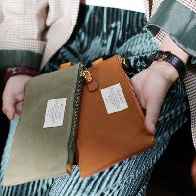 ~皮皮創~原創設計手作包。日系復古個性旅行化妝袋筆袋便攜簡約化妝包潮手機包帆布收納包