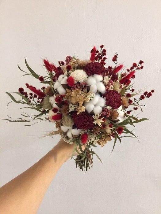 D37。紅白色系乾燥捧花。拍照捧花。客製新娘捧花。台北自取【Flower&House花藝之家】