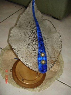 一隻漂亮的雙面鑲藍色條紋的老壁燈~~優雅華麗