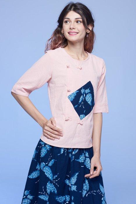 !中國藍Anewei純棉粉琵琶襟大蝴蝶五分袖上衣-XL.2L.3L-另有棕桔與米白