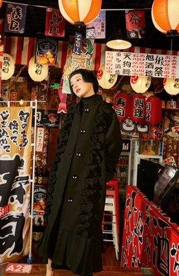 【黑店】原創設計 訂製款荷葉邊魚尾毛呢長大衣 復古毛呢大衣 優雅魚尾長大衣 荷葉邊大衣 個性穿搭長版大衣YR123