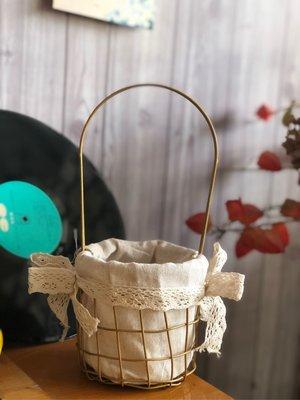 提籃 鐵製 北歐風 蕾絲 鄉村風 吊籃 仿真花 花器 花瓶 批發 法式 垂吊 花籃 裝飾 拍照 道具 金色 網籃 花桶
