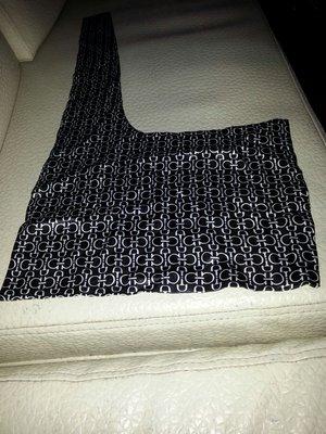 國外買回領巾63x33cm cm(右桌袋)