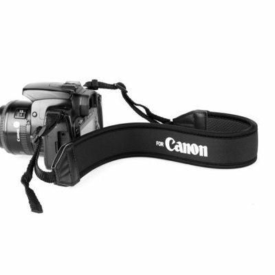 幸運草@Canon Nikon Sony Olympus Pentax Panasonic各廠牌相機減壓背帶-白字黑底款
