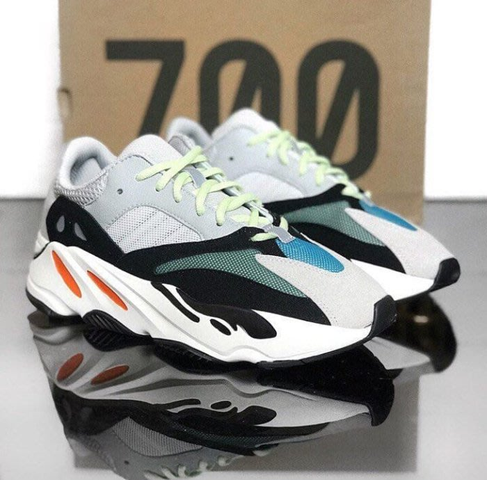 ADIDAS 在 YEEZY BOOST 700 Wave Runner