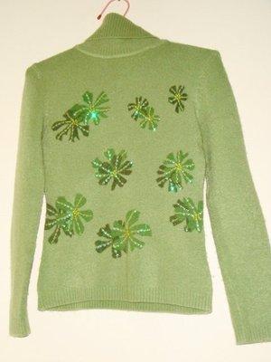 綠色高領毛衣