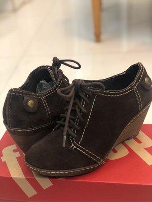 英國Clarks 碶型跟麂皮小牛津鞋