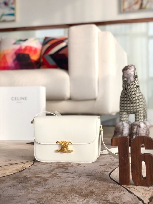 Melia 米莉亞代購 19ss Celine 凱旋門扣 肩背斜背包 小方包 晚宴包 小羊皮內裡 奢華時尚 白色