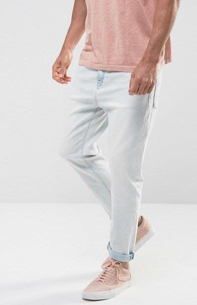 ◎美國代買◎ASOS水洗淺藍偏白刷色寛鬆褲管褲反摺窄褲口英倫頹街風淺刷色寛鬆牛仔褲~歐美街風~大尺碼~