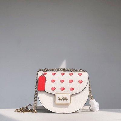 KOKO代購 潮牌 COACH C3922 新款Alie女士馬鞍包 白色包身搭配愛心圖案單肩斜揹包 附購證 現貨特價
