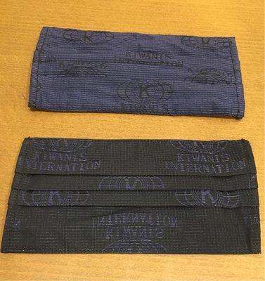 帥氣口罩套(一組2個),一般醫療級口罩皆可放入,手工縫製獨一無二。
