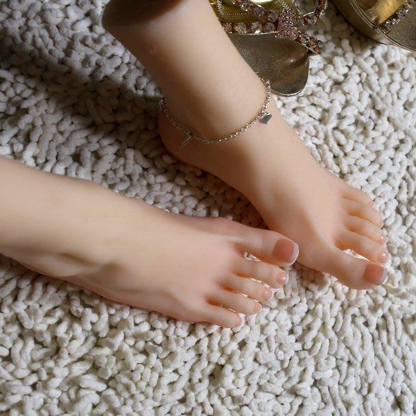 【奇滿來】雙腳高11cm硅膠腳模型 模特兒腳底仿真紋路 逼真假腳擬真腳 美甲刺青圖樣腳鍊鞋子絲襪拍照攝影道具 AWAN