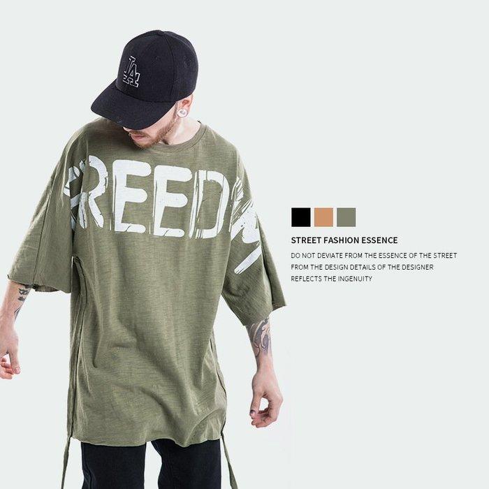 TST- 反戰 圖案 草寫 飄帶 寬鬆 大尺寸 oversize 落肩五分袖 短袖T恤 短T 情侶款美式西岸