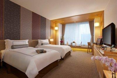 @~ 阿笨先生 ~@ 宜蘭礁溪長榮鳳凰酒店高級洋式客房一泊二食住宿禮券 ~ 淡旺季平日皆可使用不加價,超值特價,唯一一套
