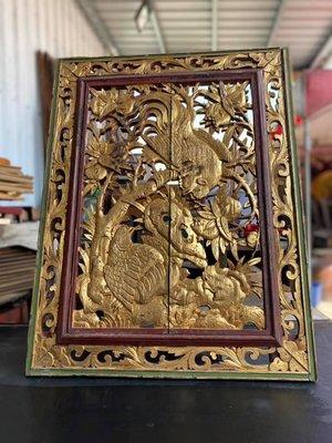 林衝浪私倉聊老窗花~雕刻老件台灣早期雕件,雕刻人物刀法細緻,描金雕件鳳鶴程翔。