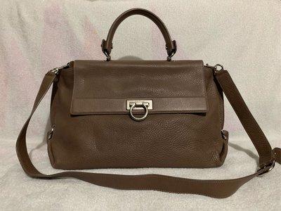 100%real Ferragamo 經典款 全牛皮 2ways bag 原價約$14,000