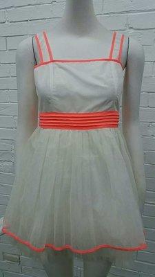 M白色洋裝特價1800元含運費