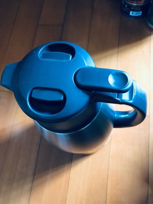 ZQJIRUSHI全新,象印不繡鋼真空瓶,1.9公升,AOEN買回,原價459元,保溫24小時,高25.1cm,直徑11.2cm。您可以先看再決定買