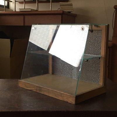 早期木製底四面光玻璃斜面櫃