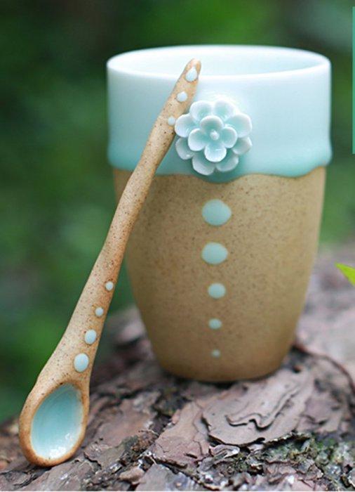 【奇滿來】立體小花陶瓷杯+勺 270ml 純手工創意對杯 情侶禮物 簡約裝飾茶具 聚會泡茶 耐高溫可微波 AUBF