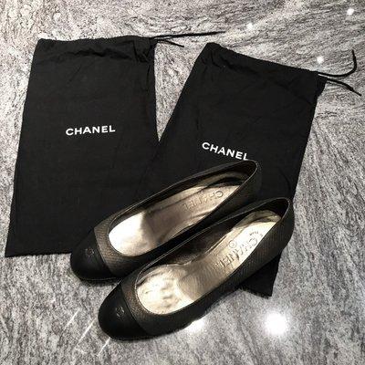 Chanel 黑混金屬銀牛皮粗跟/矮跟/淑女鞋(鞋面小logo)~~38號全新己貼底(無鞋盒)